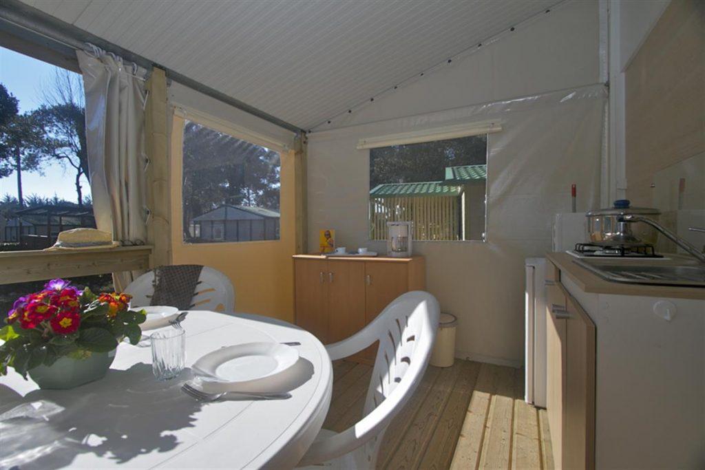 photo camping cote plage st jean de monts en vendee bungalow fuschia