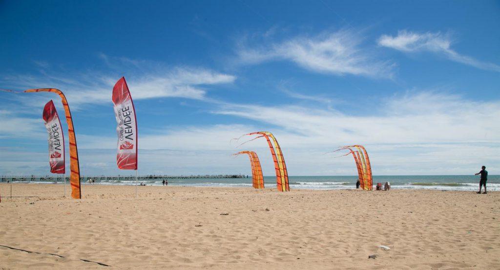 photo camping saint jean de monts vendee sports de plage